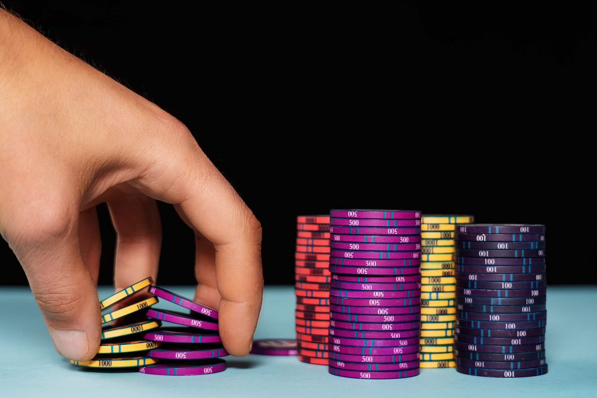 How to Tell if a Poker Chip Is Real?